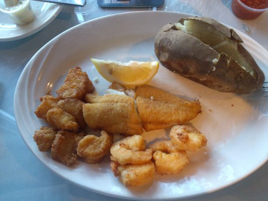 Grouper's Waterfront Restaurant: pathetic portion