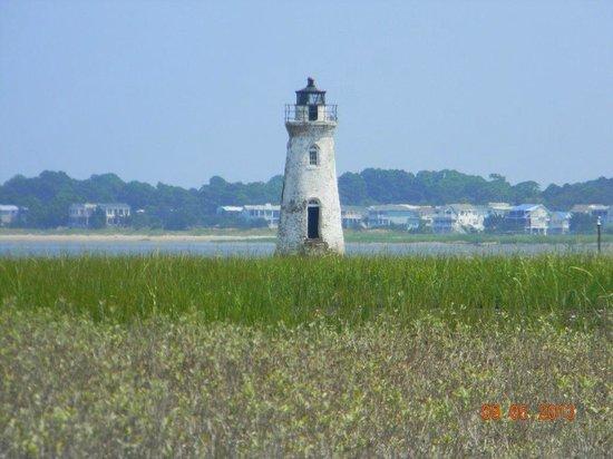 Cockspur lighthouse: Cckspur Lighthouse from Fort Pulaski Trail