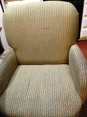 Homewood Suites by Hilton San Jose Airport-Silicon Valley : soiled and torn chair