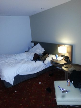 Melbourne Marriott Hotel : room, I made it messy