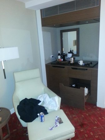 Melbourne Marriott Hotel : minibar area