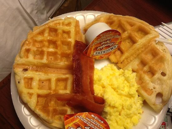 Wingate by Wyndham Columbia/Harbison: Waffles look yummy but taste funny