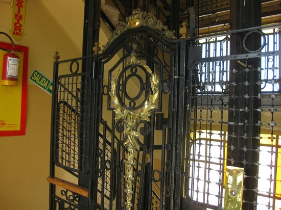 Hotel Palacio: Elevator