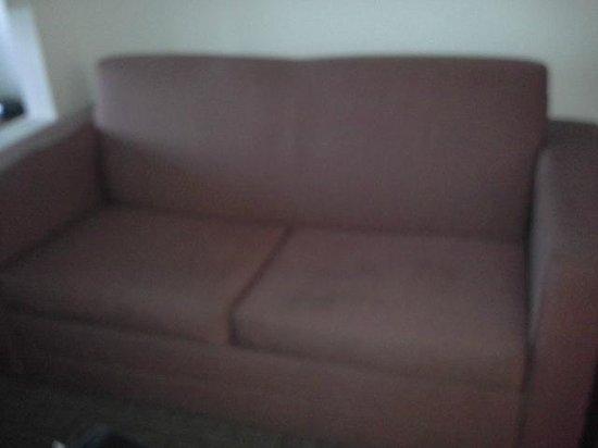 La Quinta Inn & Suites New Haven: the infected looking sofa