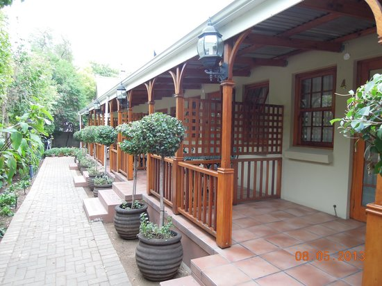 88 Baron van Reede Guesthouse: Stoep/verandah rooms