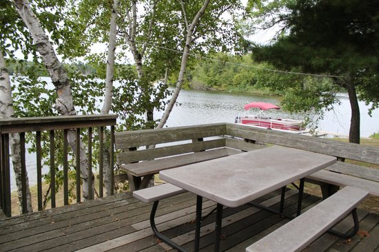 Tip Top Resort : Picnic table on the deck