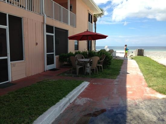 Gulf Beach Resort Motel : beach right outside your room