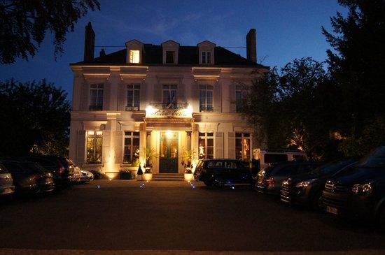 Hotel l'Ecrin: at night