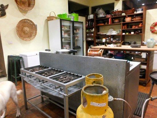 La Villa Bonita Culinary Vacation: Very well equipped kitchen