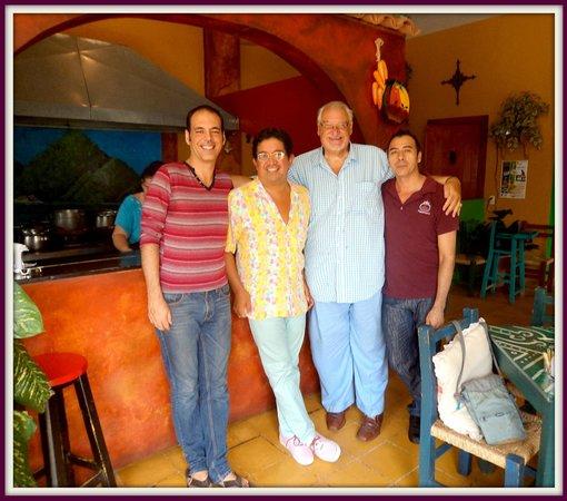 Con los duenos de Figueroa's Burritos Restaurant/Cafe