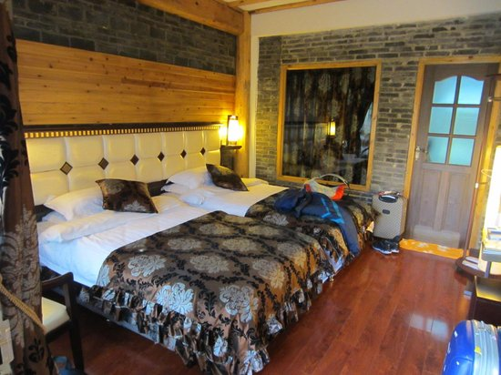 The Bruce Chalet: a twin bed room