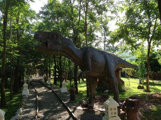 Yoko Riverkwai Resort : Dinosaur