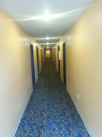 Super 8 Higginsville: Hallway on 2nd floor