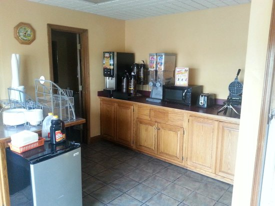 Super 8 Higginsville: Breakfast area