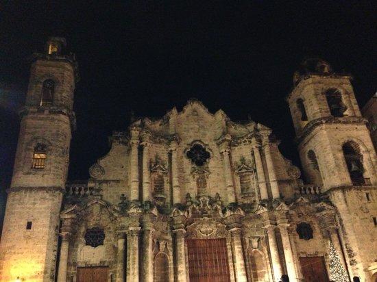 จตุรัสสาธารณะ: catedral