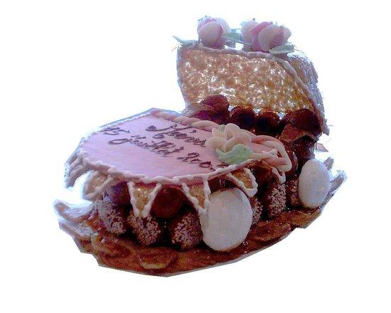 Boulangerie Patisserie bucamp : Landau en choux et nougatine pâtisserie Bucamp