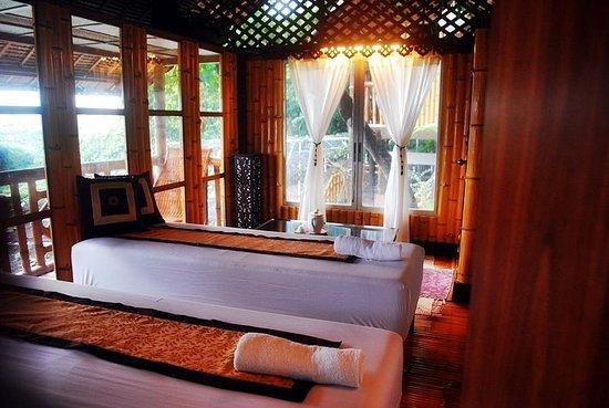 Luljetta's Hanging Gardens and Spa: massage room