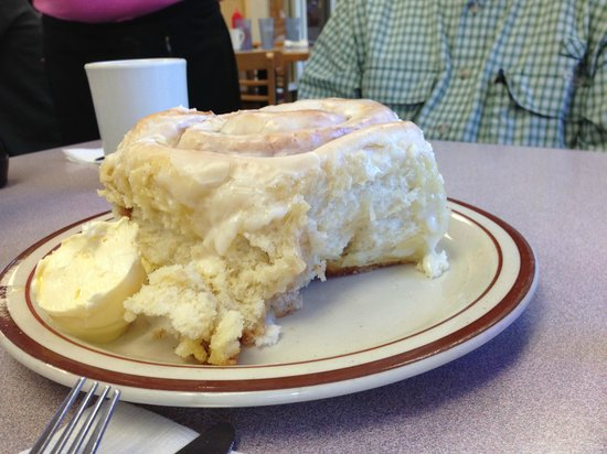 Bette's Place: Giant Cinnamon Roll!