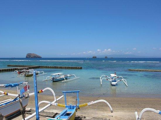 Hotel Genggong at Candidasa: Sea view at garden