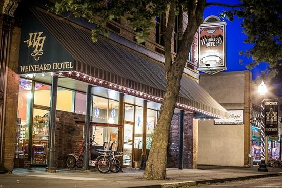 The Weinhard Hotel: Hotel from Main Street. Dayton, WA
