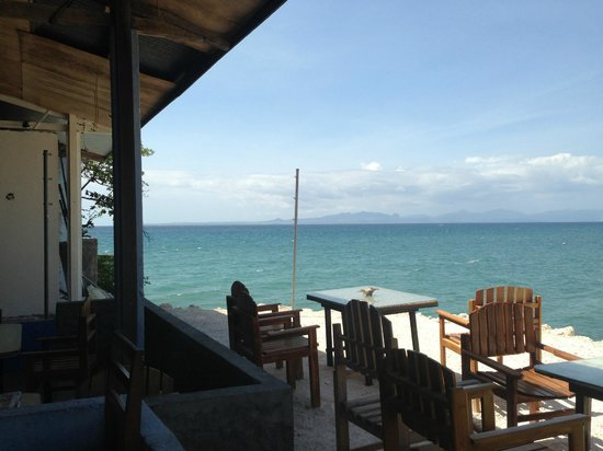 Lavalon SeaView Hostel & Bar: Sea view from the bar/sitting area
