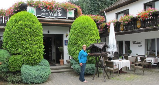 Hotel Zum Walde: Front entrance.
