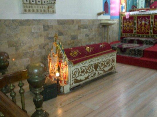 Kadamattom Chruch: church  inside