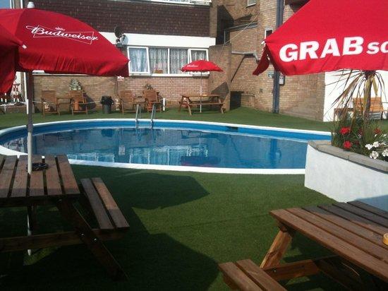 Hotel Victoria: Swimming pool