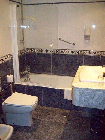 Hotel R. Castellano III: El baño