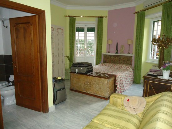 B&B Parioli Garden : Our spacious room with ensuite and garden view