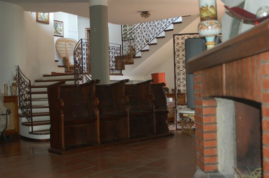 Villa Raffaella Bed & Breakfast: la sala e l'entrata