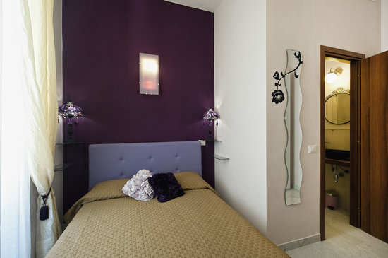 Holidays Rooms Rome: AMETHYSTE - camera matrimoniale letto alla francese
