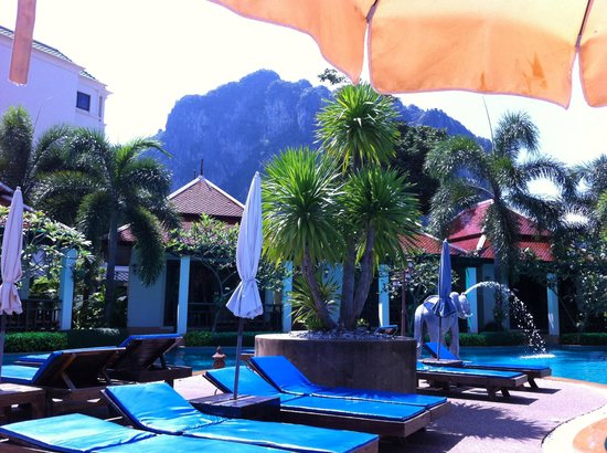 Aonang Orchid Resort : View from the pool side of the surrounding hill