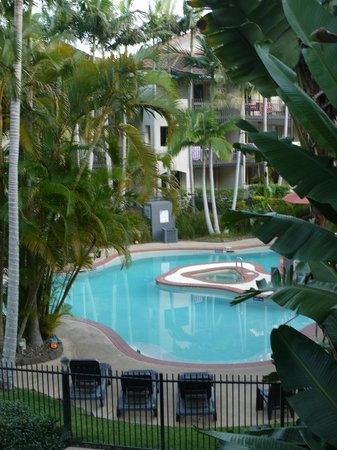 Mantra French Quarter Resort: Tranquil early morning view of a freshly cleaned pool