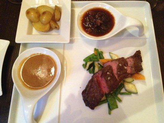 V Zatisi : Main course: Tenderloin, 2 sauces, potatoes