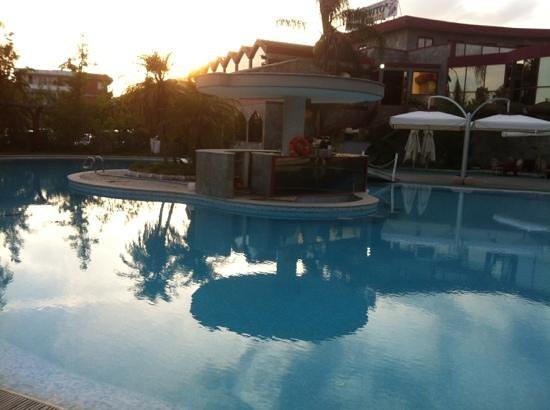 Appia Grand Hotel : la piscina