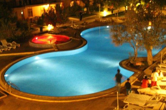 Kucukkuyu, Turkey: odamdan akşam havuz manzarası
