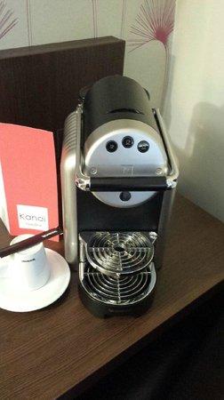Kanai Hotel : La Nespresso dans la chambre