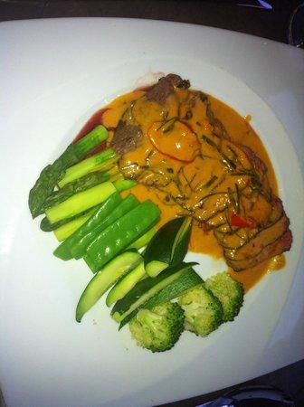 Le Bee Mai : Rindfleisch mit gemüse in currysauce