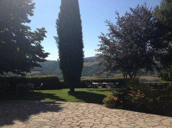 Fattoria di Vibio: un angolino dei Giardini molto curati