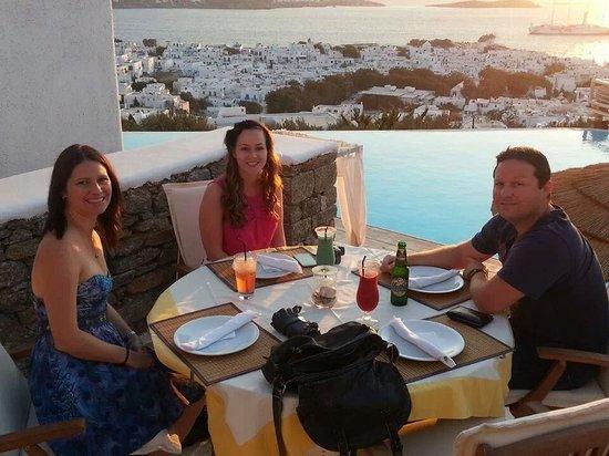 Karavaki Restaurant : sunset dinner