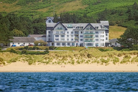 Aberdyfi (Aberdovey), UK: Hotel from the sea