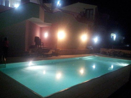 Hotel Castello: Piscina notturna