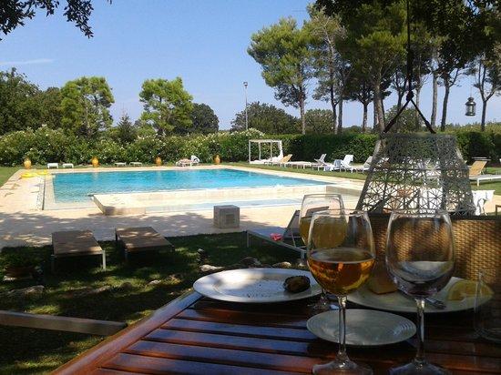 Hotel Tenuta Monacelle: Pranzo, prato, piscina