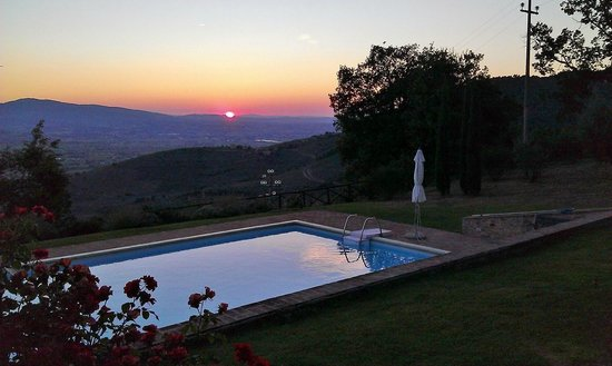 Le Logge di Silvignano: sunset at the pool