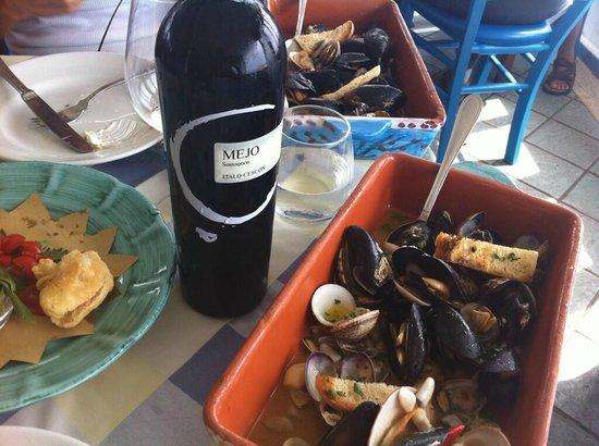 Ristorante L'Isola del Pescatore : Soutè di vongole e cozze come antipasto....