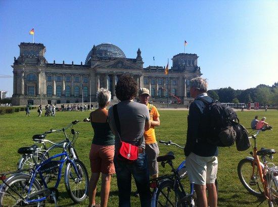 Dwars Door Berlijn: At the Reichstag