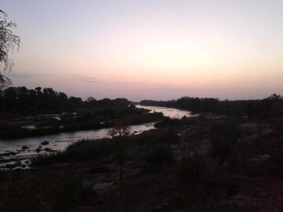 Kiboko Camp: alba sul fiume Galana