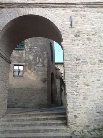Montone, Italy: Add a caption