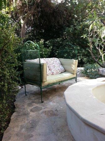 Doma Hotel: beau jardin